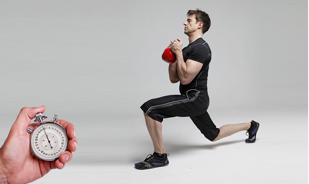 Cuatro rutinas EMOM para aprovechar el tiempo en el gym