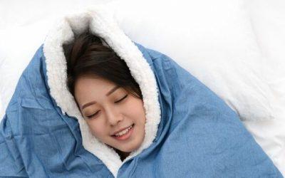 Dormir bajo una manta de 10 kilos para descansar más y calmarse